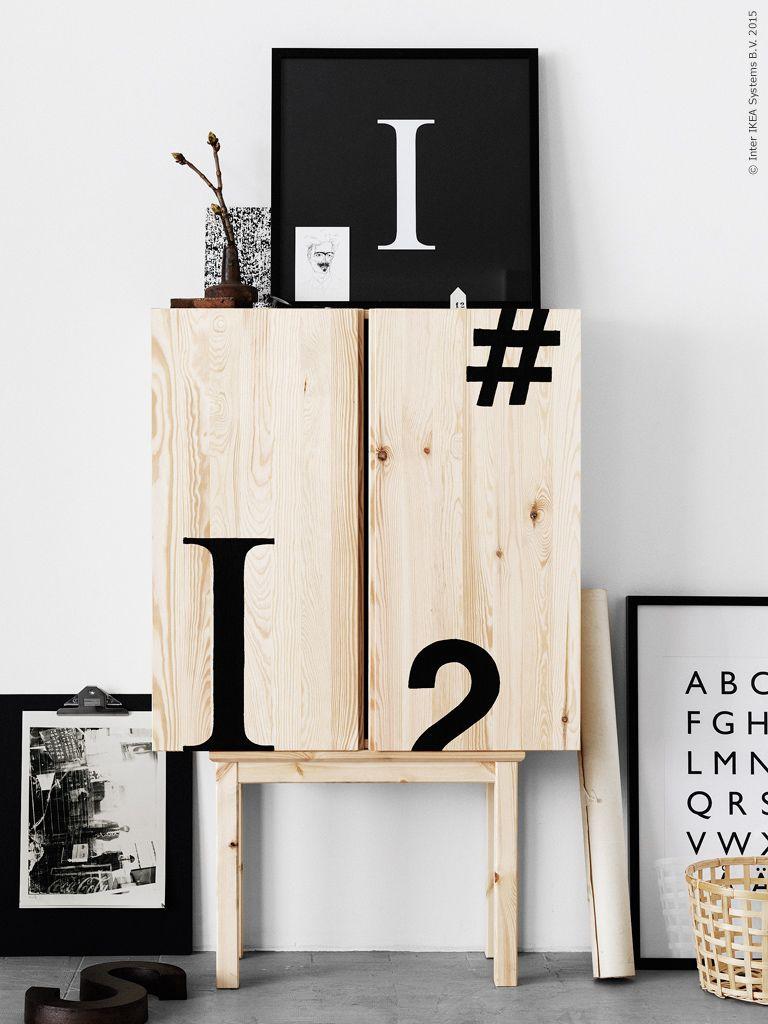 Det här är egentligen ett dubbelt DIY även om man inte tänker på det vid första anblicken! NORNÄS sidobord passar nämligen perfekt i både mått och material som en sockel på ben till IVAR skåpet. Och mattsvart grafik på doftande rent furuträ känns ju som en perfekt kombo att lägga till!