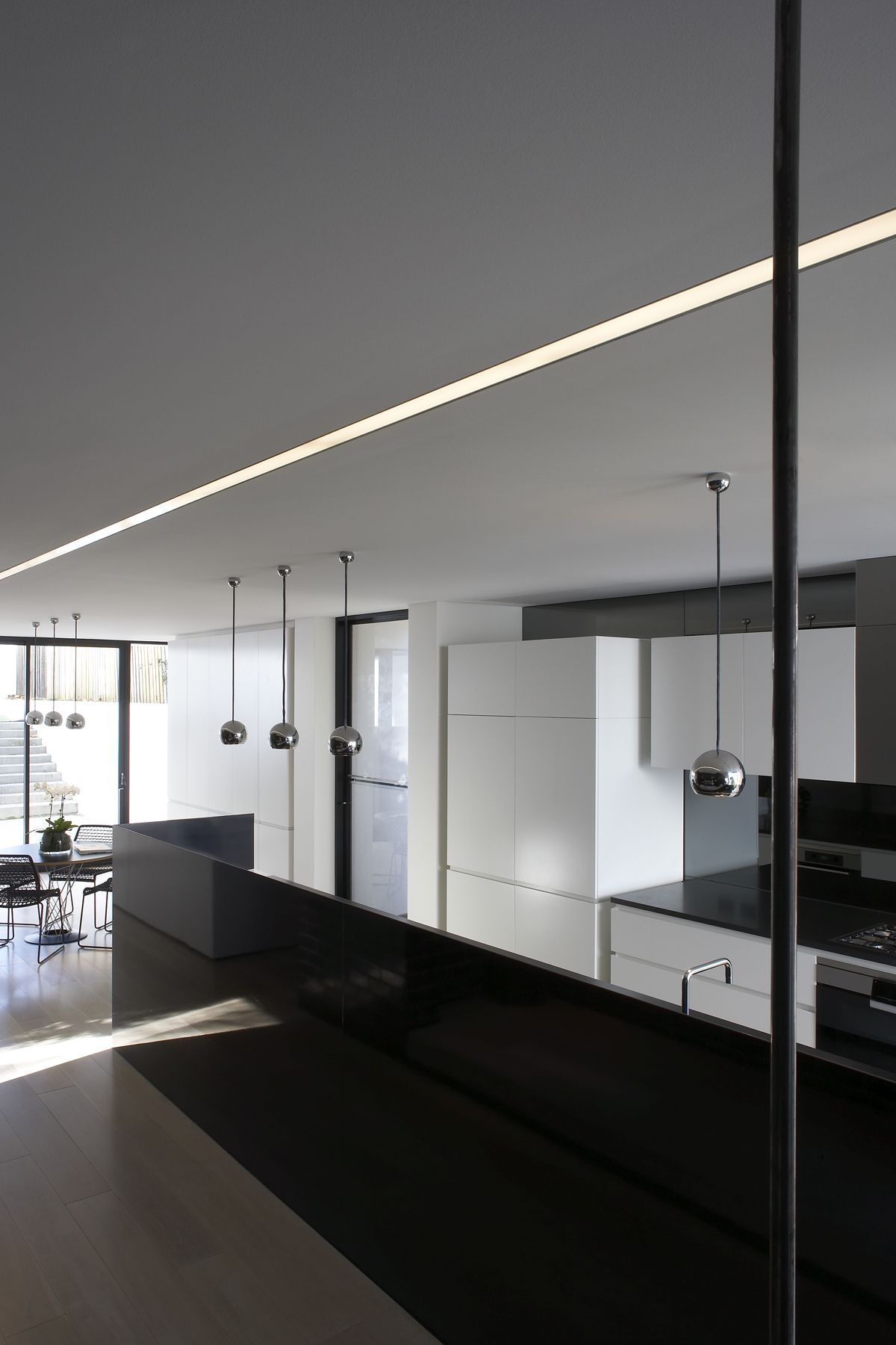 Moderne Beleuchtung Our Lts Lichtkanal Light Lines Perfectly Fitting Modern ...