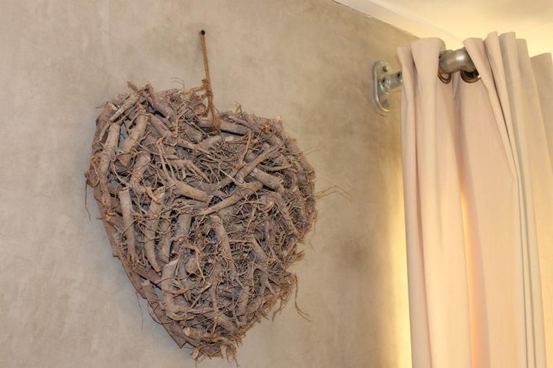 Mooi hart van robuuste wilgentakken  http://www.mijnwebwinkel.nl/winkel/logeerensfeer/c-887410/woonaccessoires/