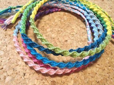 ミサンガ 編み 方 ミサンガの編み方は6種類!初心者でも簡単な作り方8選とデザイン集