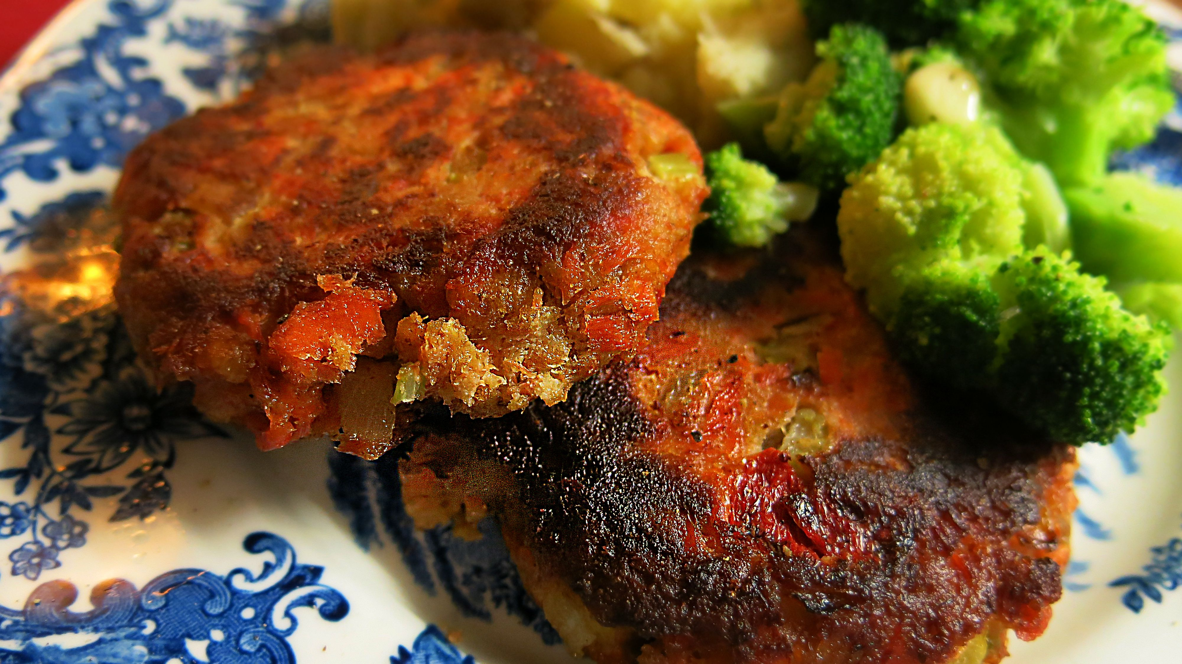 Baked a slab of wild pacific salmon, shredded it and added the usual fishcake stuff to it. Instead of mayonnaise, I used a couple tablespoons of ranch dip. Sauteed in olive oil: Salmon cakes.