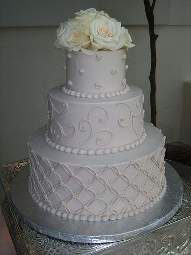 This cake is just classic, aesthetically-pleasing, yet simple