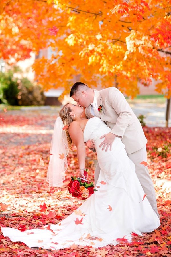 Apples, leaves, and pumpkins, these #fall #wedding ideas are gorgeous, colorful, and simply fantastic! http://www.heartloveweddings.com/2012/10/colorful-fall-wedding-ideas-and-inspiration/