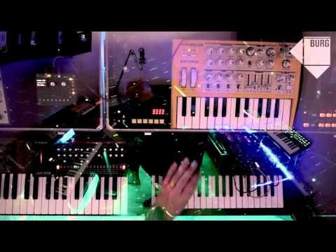 One Man Synth Band Synth Jam » Synthtopia