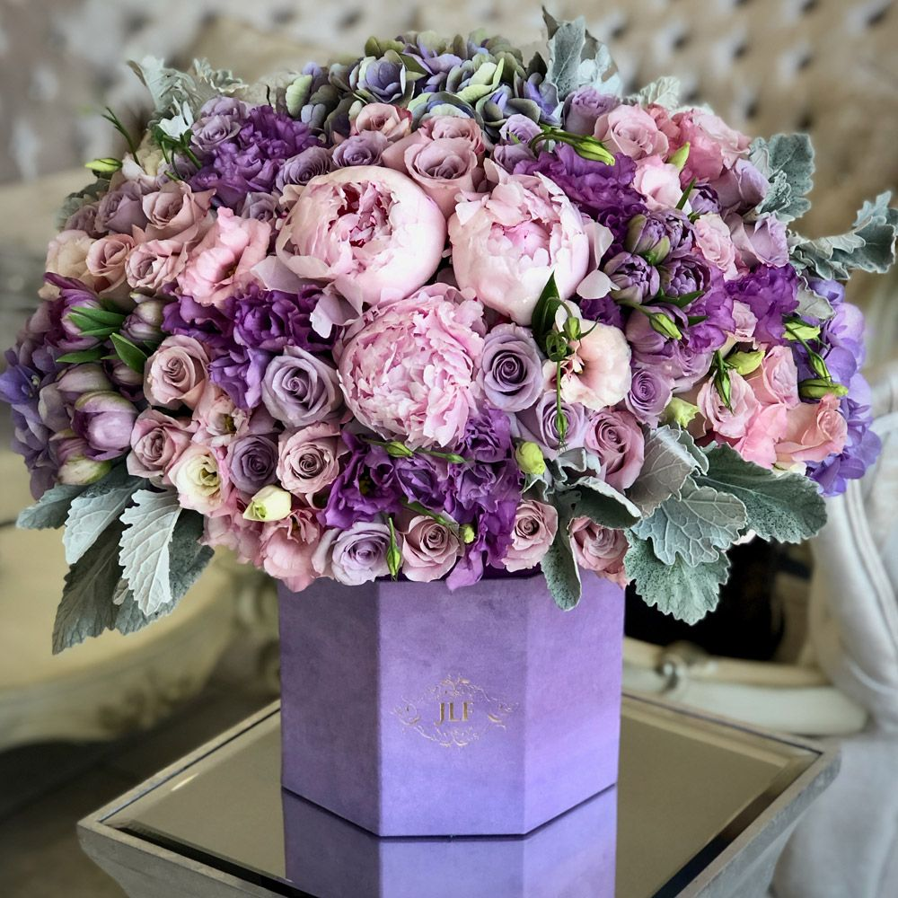 Purple Crush Flower Delivery In Los Angeles In 2020 Luxury Flower Bouquets Luxury Flower Arrangement Flower Delivery