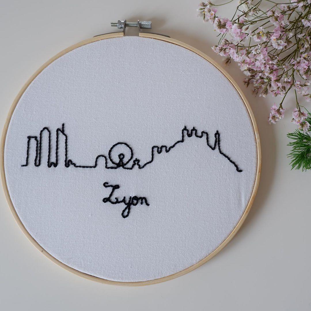 Cadre Brode Skyline Lyon Broderie Idees De Broderie Cadre