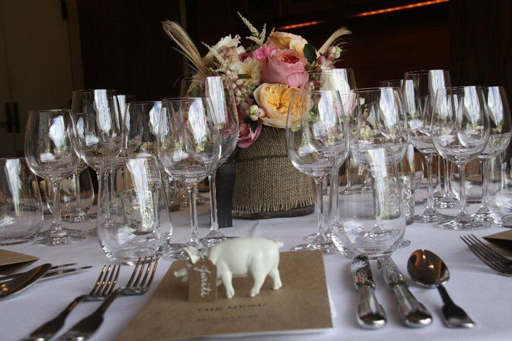 Add that extra touch to any table setting with our charming animal replicas. Enjoy creating a special theme for your special occasion.