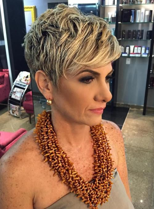 80 Best Modern Hairstyles And Haircuts For Women Over 50 Cortes De