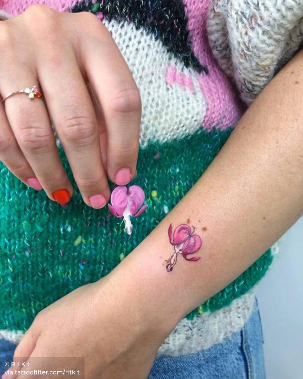 Tiny Alien Dicentra Flower Or Bleeding Heart In 2020 Heart Flower Tattoo Bleeding Heart Tattoo Tattoo Artists