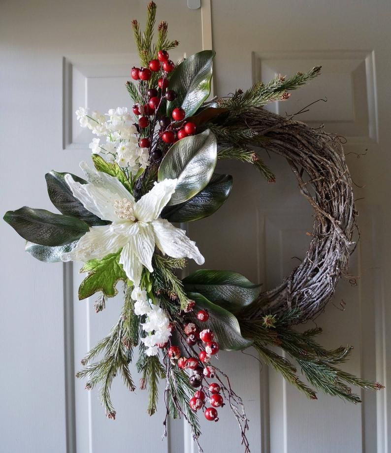 Winter Wreath, Christmas wreath, Christmas decoration, White Gold Red Christmas Wreath #magnoliachristmasdecor