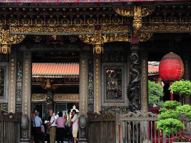 龍山寺 赤い提灯