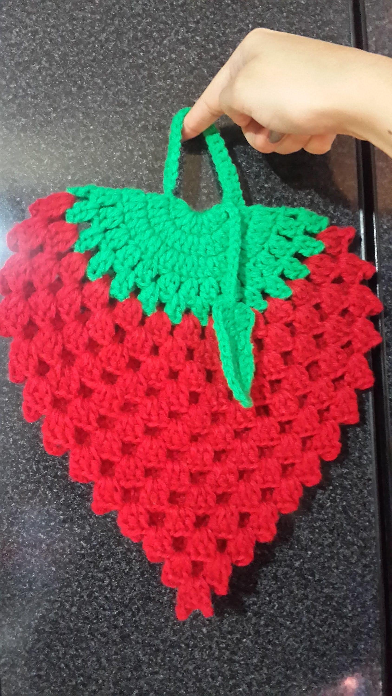 Agarradera de Frutilla a Crochet | Crochet | Pinterest | Agarraderas ...
