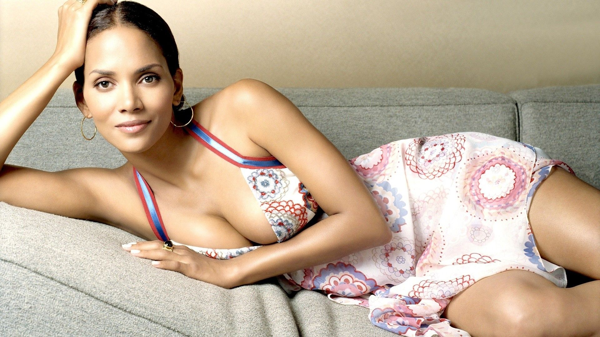 Halle Berry Wallpaper Halle Berry Celebrity Wallpapers Halle