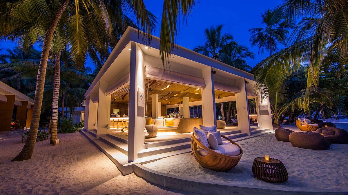 6 Awesome Hotel Beach Bars | Beach bars, Bar and Beach