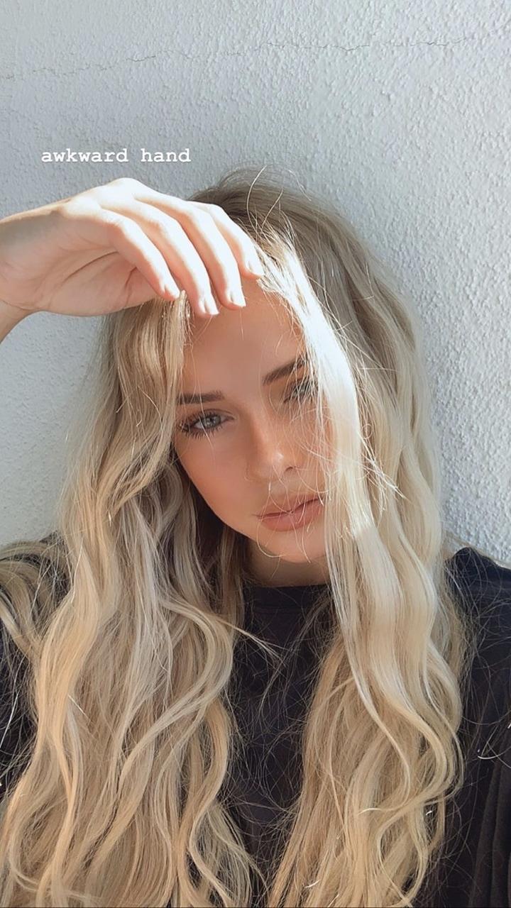 Shes So Pretty Omg Rp Roleplay E Tiktok Blonde Girl Selfie Blonde Hair Looks Blonde Girl