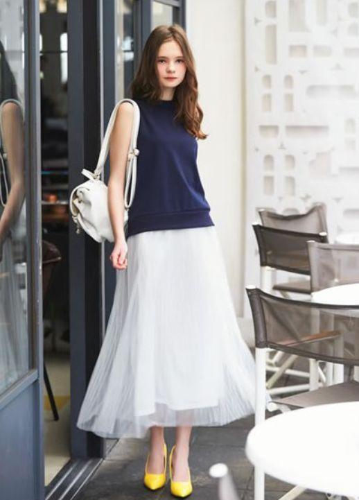 b38e010b75d17 高校生 ファッション 女子 夏 キレイ目大人コーデ ロング丈のチュールスカートで大人っぽさを演出