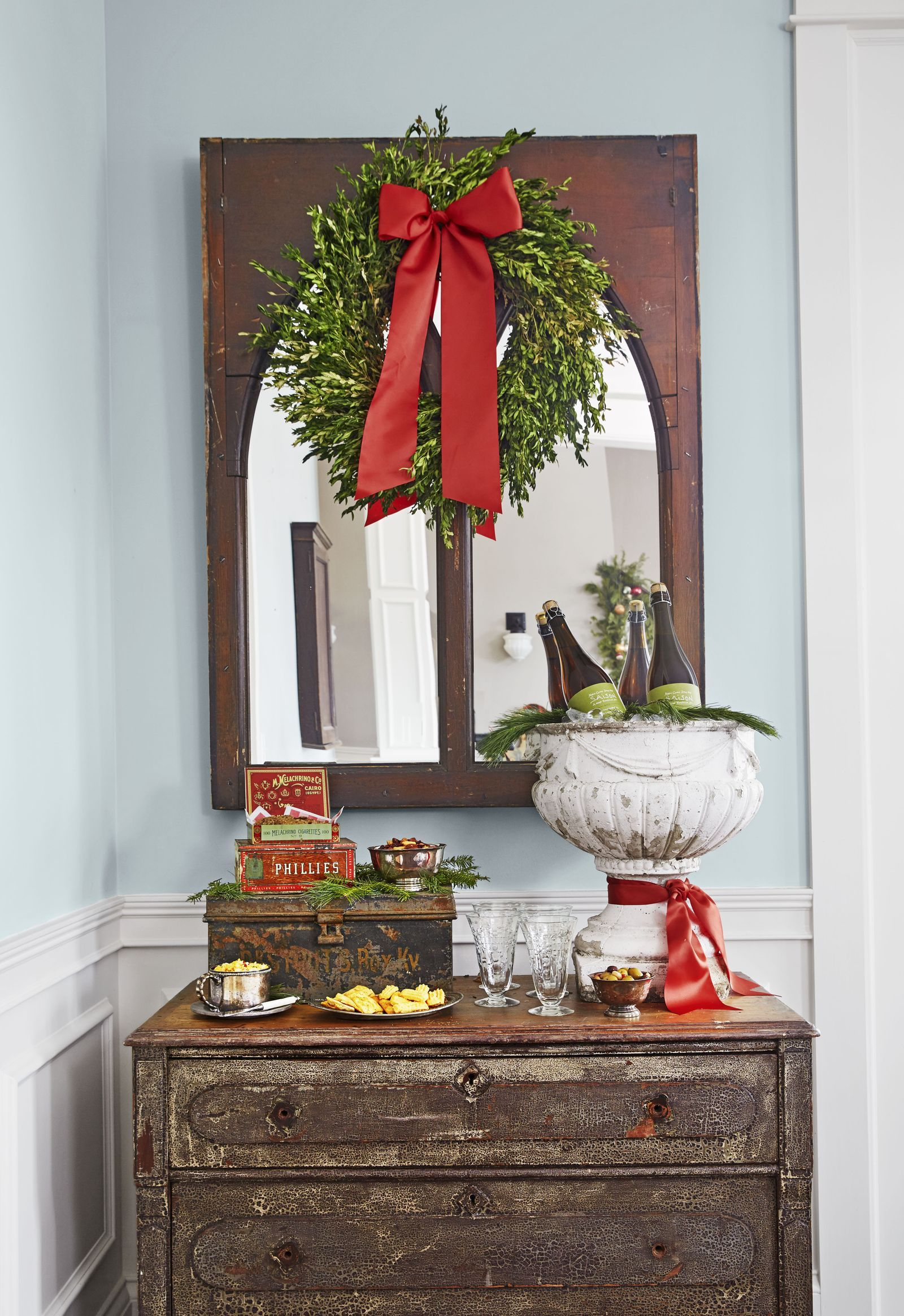 This Tennessee Home Celebrates The Christmas Of Our Dreams With Images Christmas Decor Inspiration Christmas Entryway Farmhouse Christmas Decor