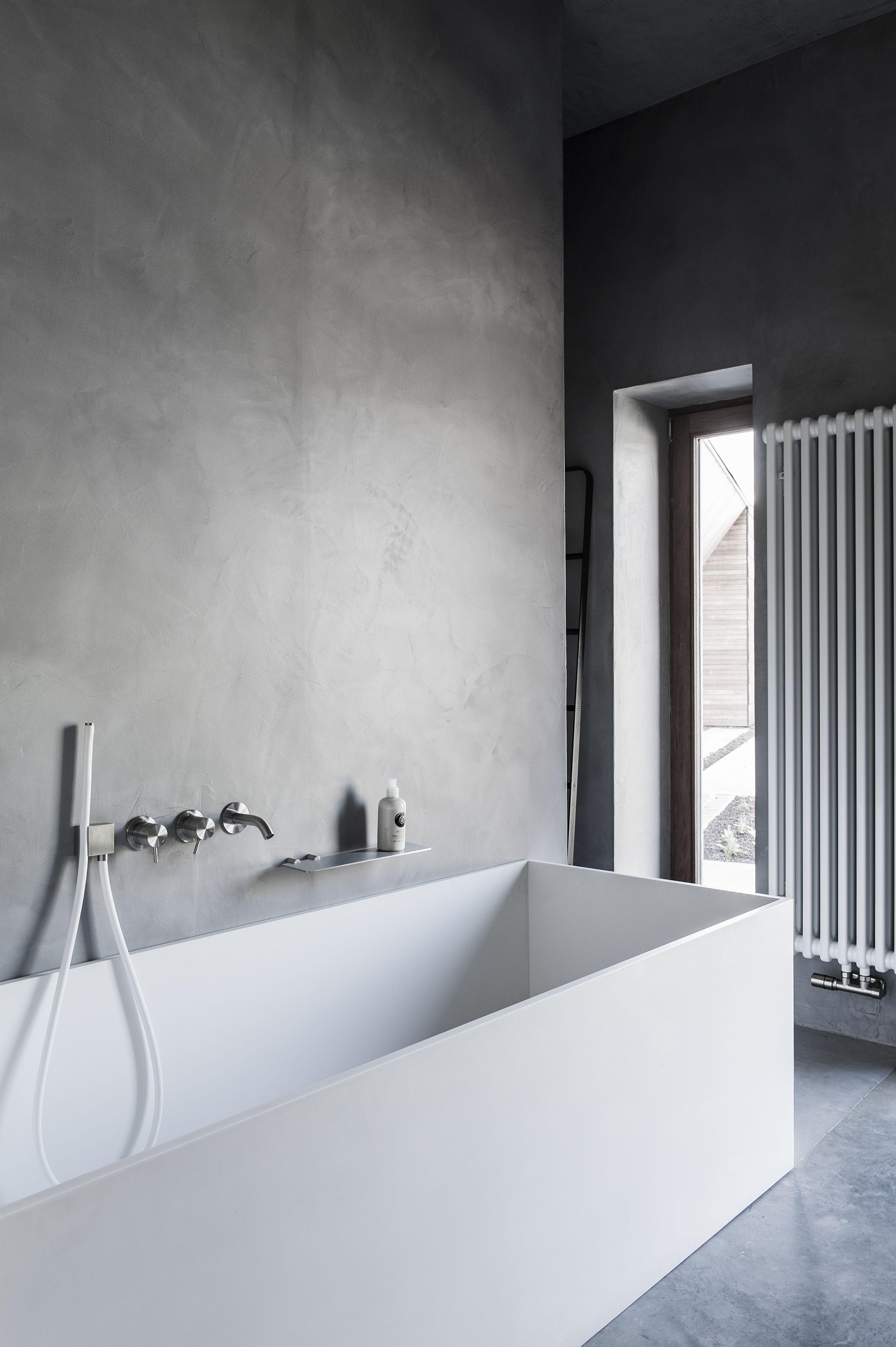 Varenna keuken in olm, zwart en marmer en badkamer in mortex, Corian ...