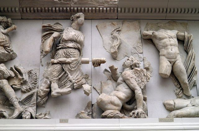 Leto Apollon Gigantomachy Frieze Pergamon Altar Pergamon Museum Berlin Arte Greca Statue Ellenismo