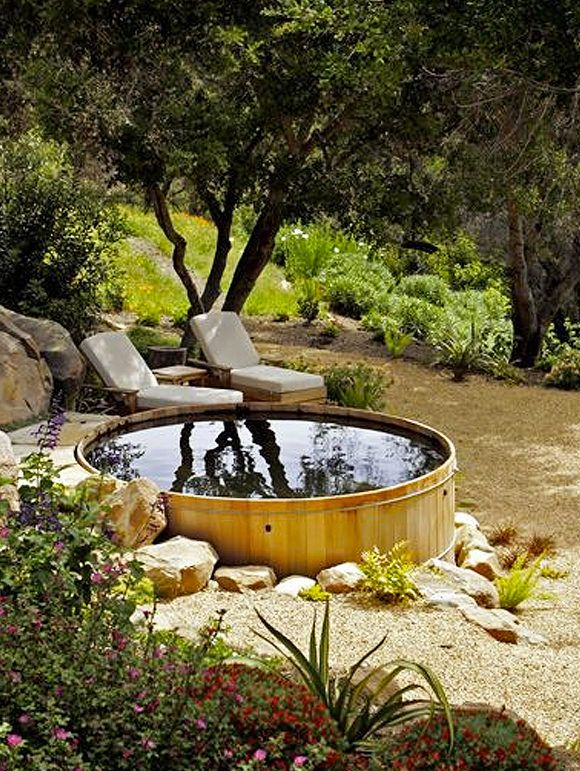 Belebende Gartengestaltung mit kleinem Tauchbecken zum Entspannen #terassegestalten