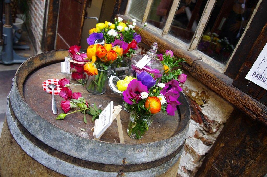 Couronnes de fleurs et bouquets qui pétillent: les créations de Lily Griffiths
