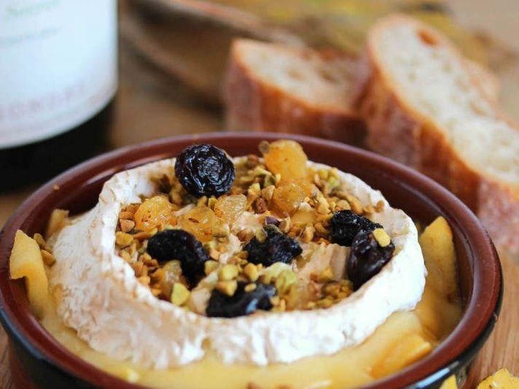 Camembert Au Four Aux Pommes Confites Et Raisins Secs Rezept