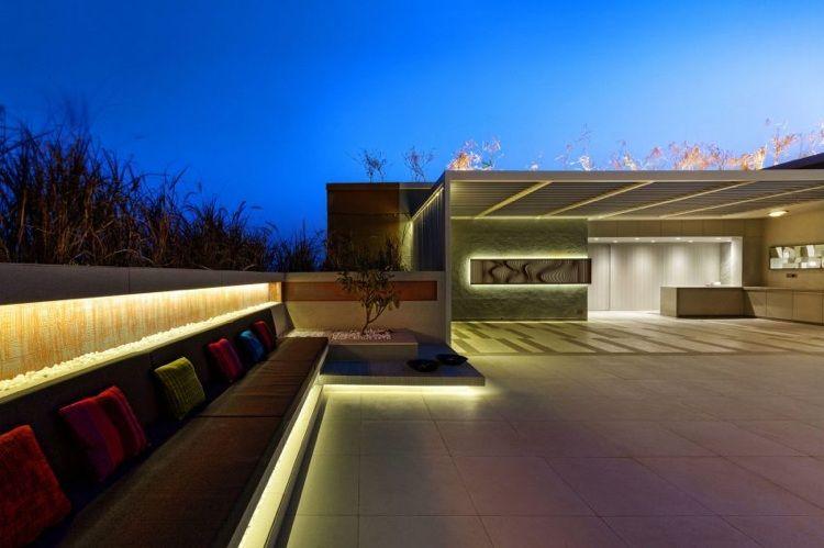 atemberaubende Dachterrasse mit exklusiver, indirekten Beleuchtung ...