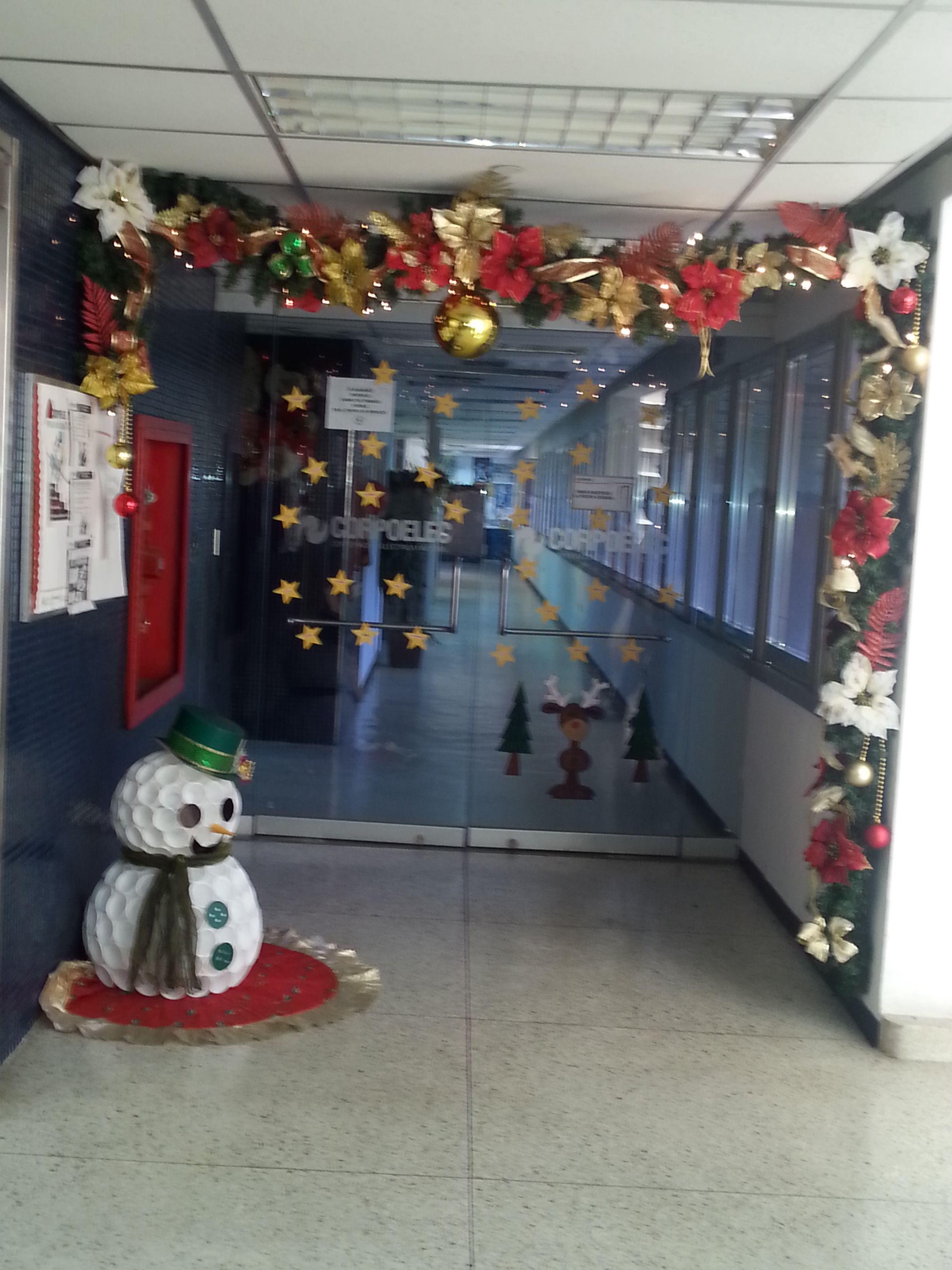 Decoracion de la oficina navidad decoraci n navide a for Decoracion navidena oficina