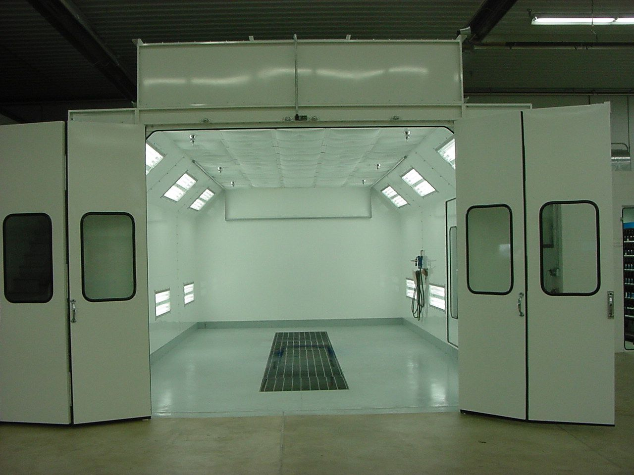 Paint Booth Clean Room For Clear Coating Or Occasional Spraying Shop Envy Pinterest