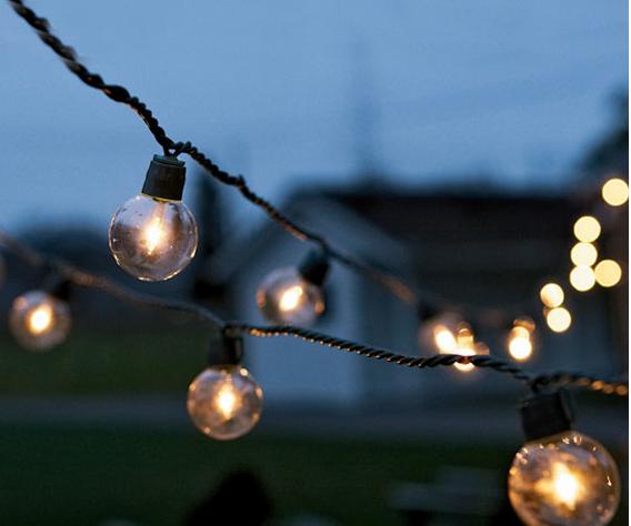 La Decoracion De Mis Mesas Decoracion Para Fiestas Iluminar El Jardin Globos Con Luz Decoracion Blanco Y Dorado Decoracion De Unas