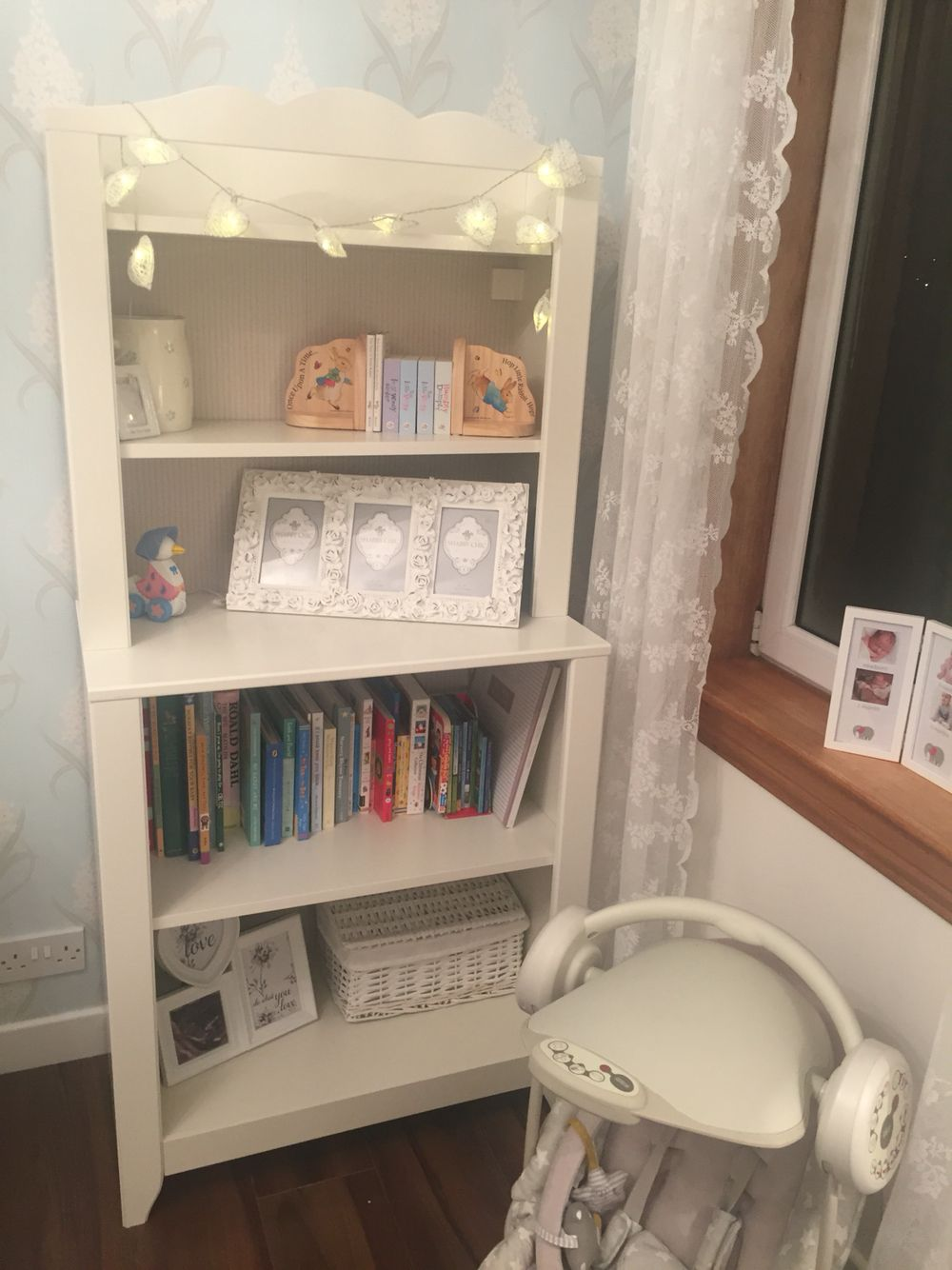 Ikea hensvik bookcase love pinterest babyzimmer for Kinderzimmer hacks