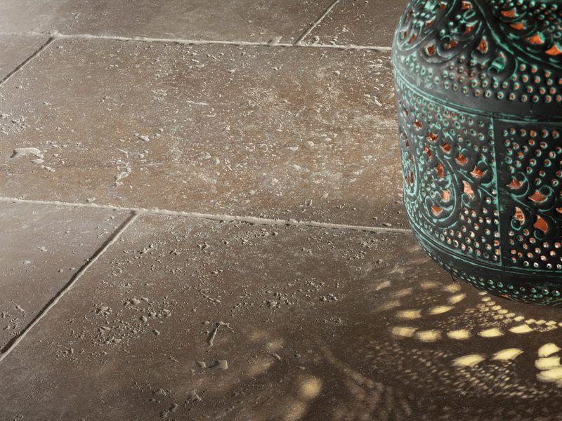 Bodenfliesen Rustikal für eine rustikale und warme ausstrahlung getrommelte travertin