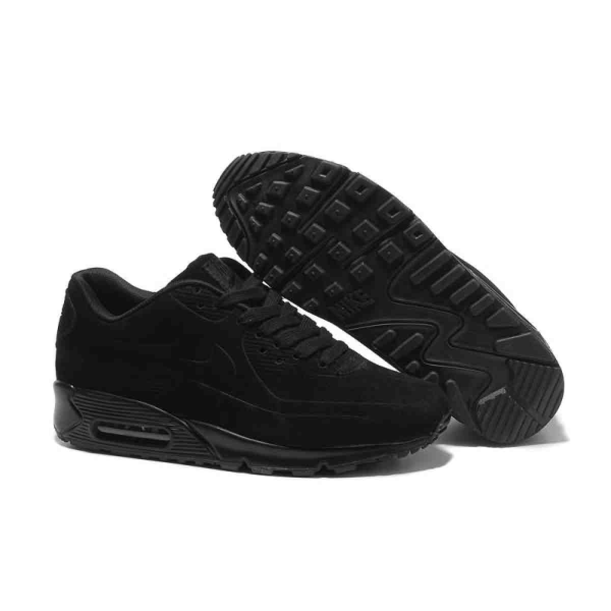 black tennis shoes