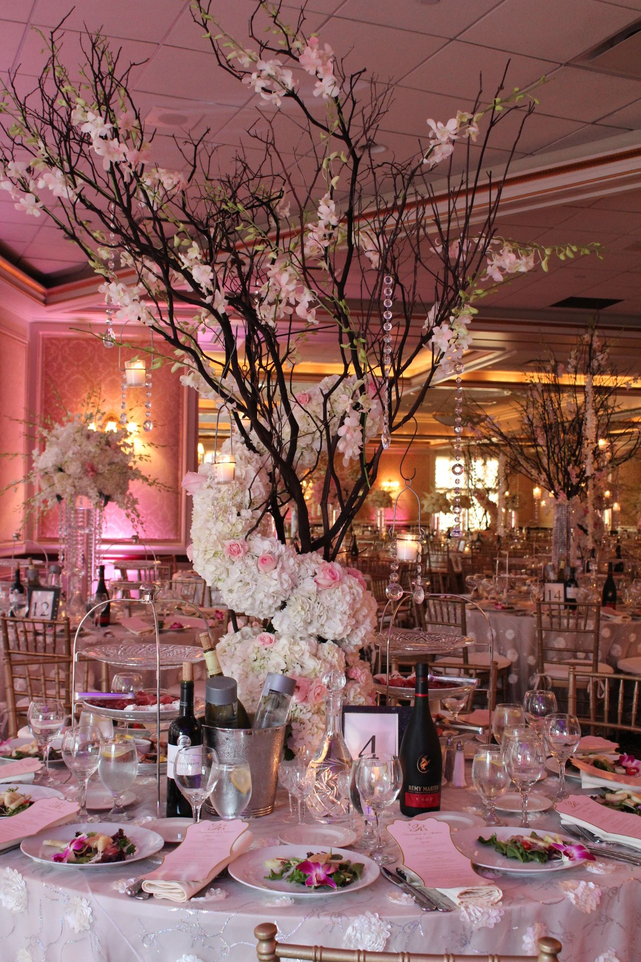 Centerpiece With Blooming Treeoh My Goodness How Beautiful