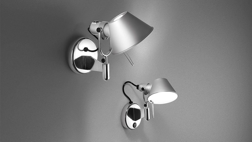 Tolomeo micro faretto LED est une applique murale réalisée par le designer Michele De Lucchi pour la célèbre marque Artemide. Pourvue de la technologie LED, l'applique Tolomeo micro faretto LED est une petite applique orientable réalisée en aluminium.