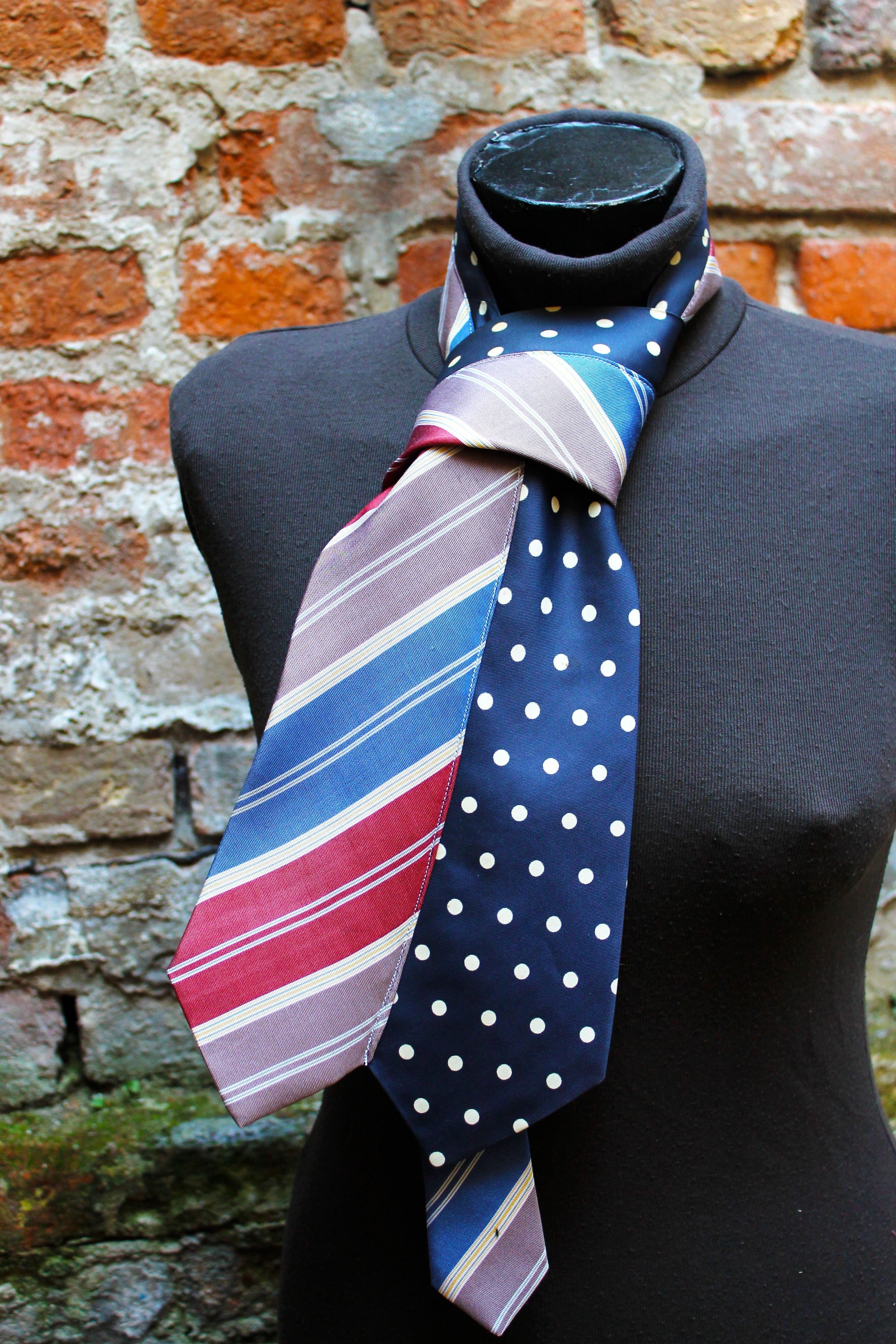 Foulard unisex. Realizzato con cravatte vintage in pura seta