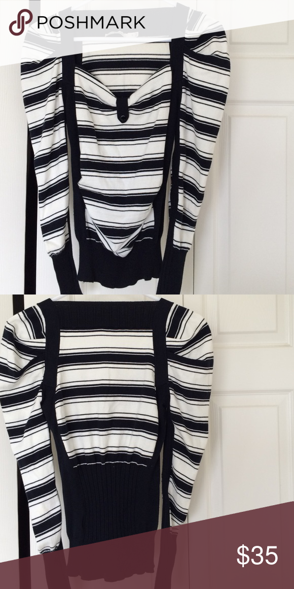 Karen Millen Sweater Perfect condition.  Sweater white and dark navy blue stripes. Size 2 but fits like an XS to S Karen Millen Sweaters