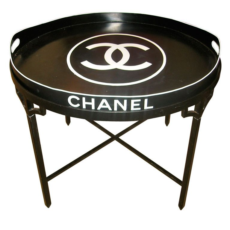 Chanel tray table