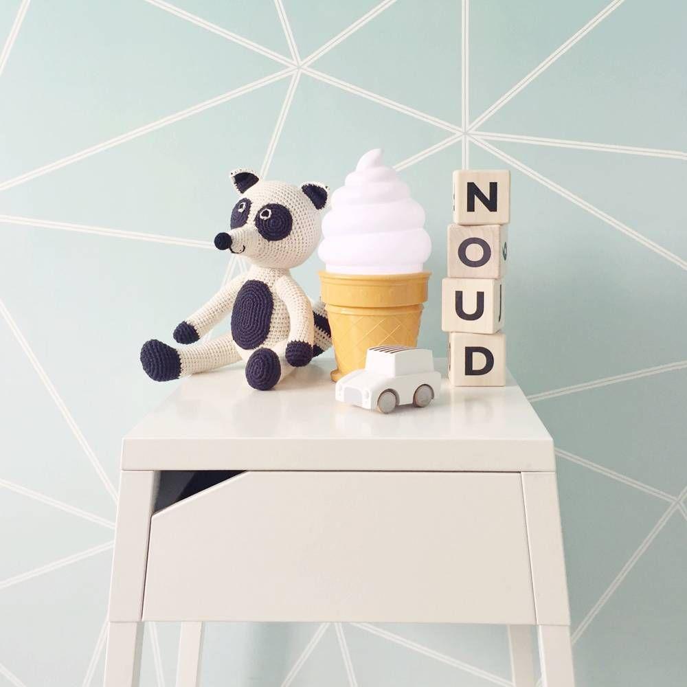 Trendy lampje voor de kinderkamer in de vorm van een ijsco.