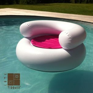 un pouf gonflable pour votre piscine nouveau produit de. Black Bedroom Furniture Sets. Home Design Ideas