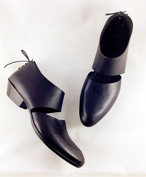 The Rakia BVT ~ 3cm Heel~ Cutout Bootie~ Classic Black