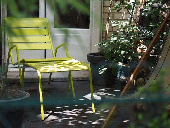 Terrasse avec fauteuil bas et table basse #Monceau couleur ...