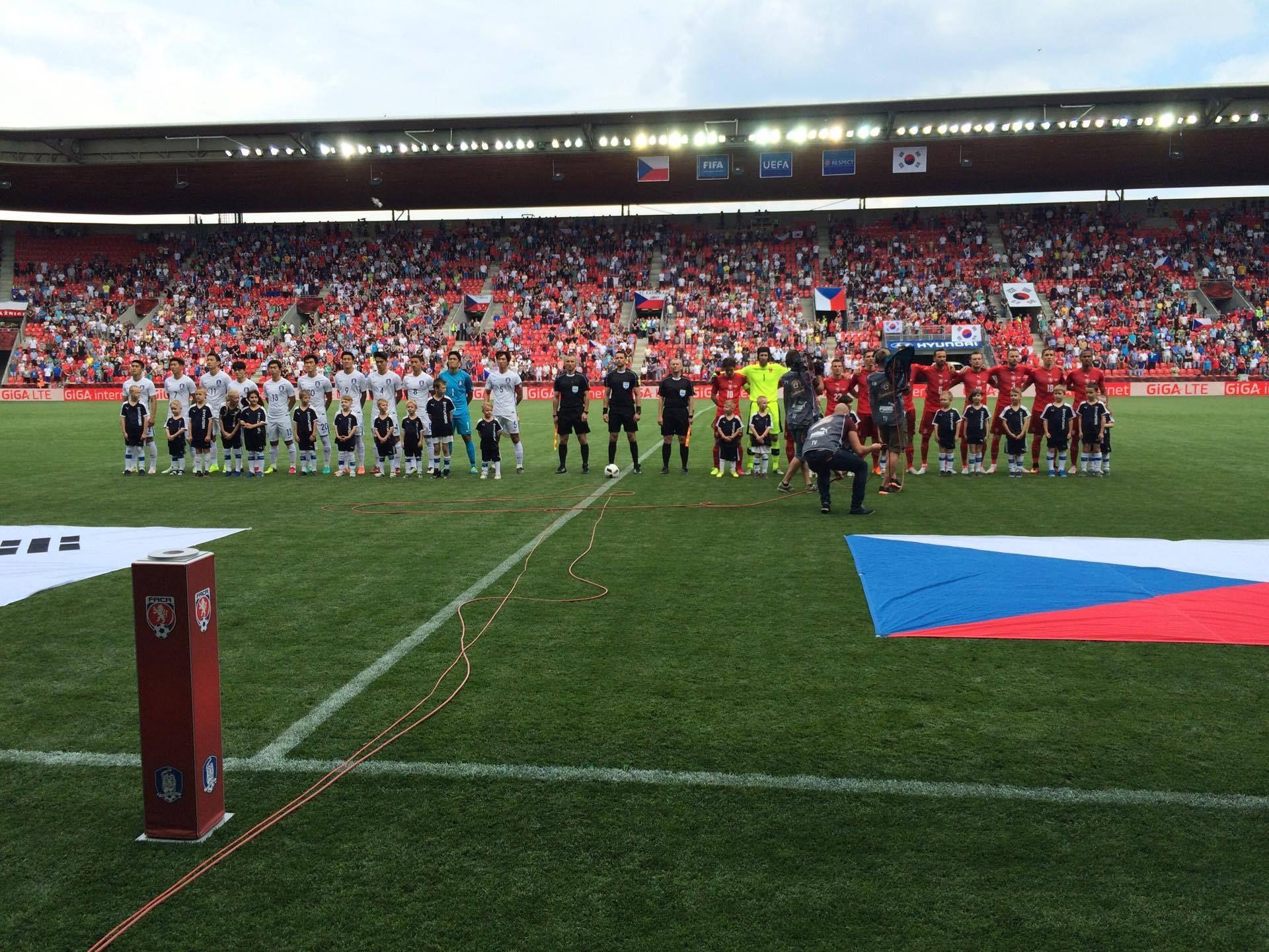 Mit Vladimir Darida in der Startelf liegt Tschechien zur Pause gegen Südkorea 0:2 hinten... #hahohe https://t.co/VppogXmq90