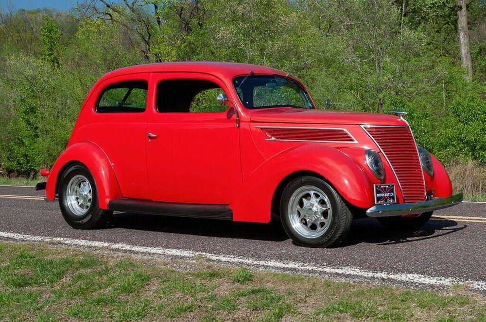 1937 Ford Model 78 Two Door Sedan 1937 Ford Model 78 Humpback Two Door Sedan Restomod In 2020 Ford Models Sedan Ford