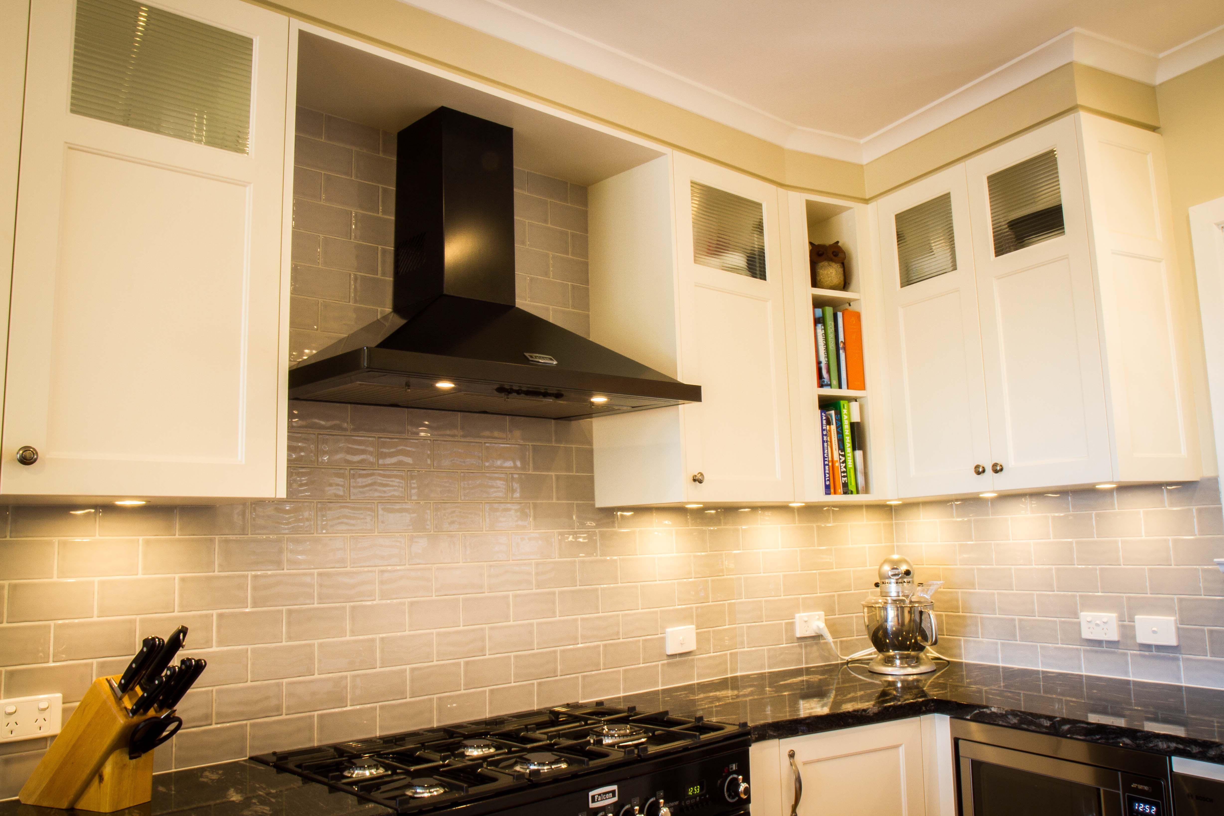 traditional kitchen canopy rangehood black rangehood black oven