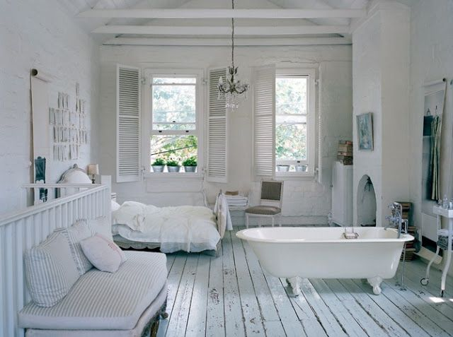 Clawfoot Tub In Bedroom Wow Just Everything Bench W Pillows