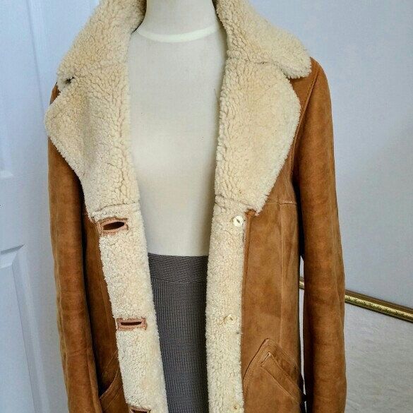 New Arrival ! Gorgeous real lambskin shearling coat is perfect for the fashionista ! #vintagefashion #lambskinShearlingCoat #ChicDeVintage1