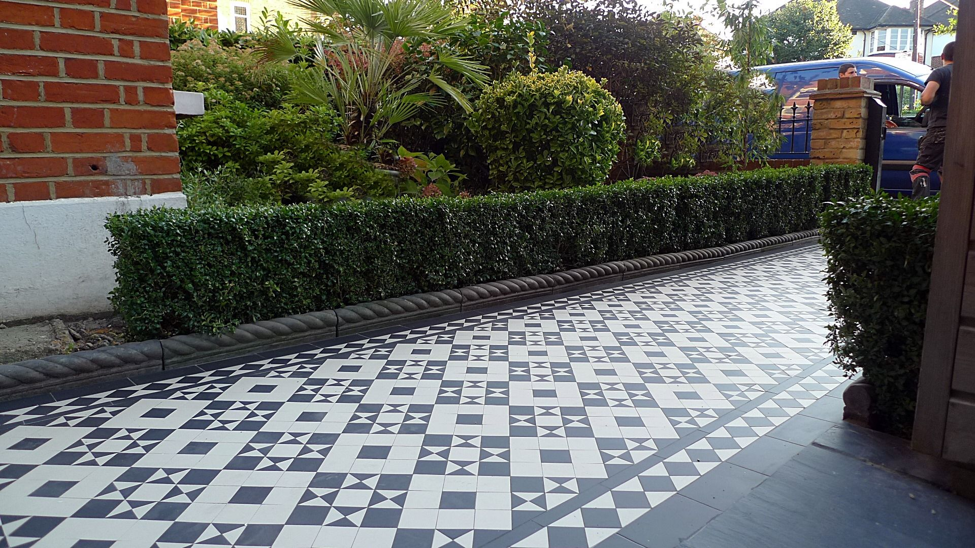 victorian black and white mosaic tile path battersea york stone rope edge slate paving buxus. Black Bedroom Furniture Sets. Home Design Ideas