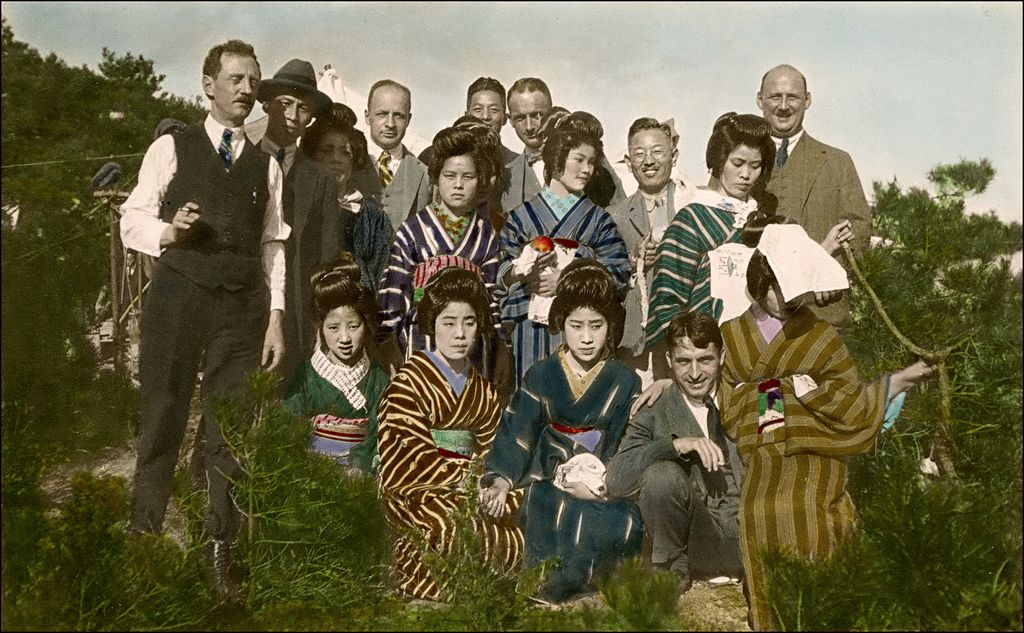 Delegation of a western company or tourists? Unfortunately I have no further information about this handcolored photograph made by an unidentified photographer. I suppose 1930s. Obviously japanese studios also colorized private amateur photographs for their foreign customers.