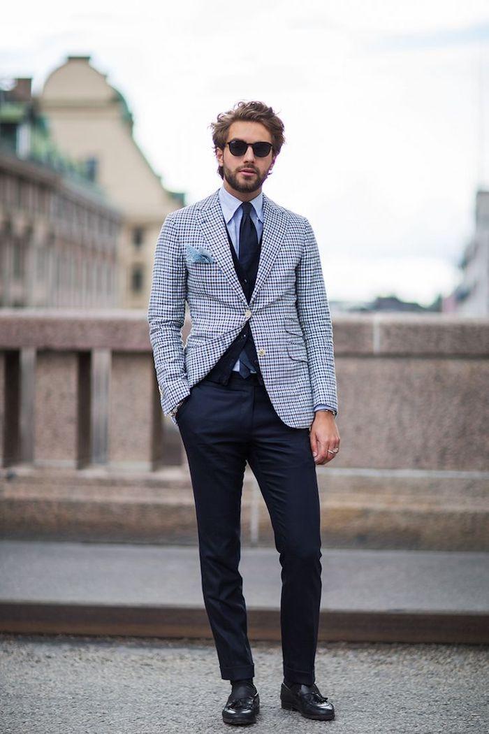 vetement homme, chaussures et ceinture en cuir noir, blazer carré en blanc  et bleu foncé e1333b99dfbc